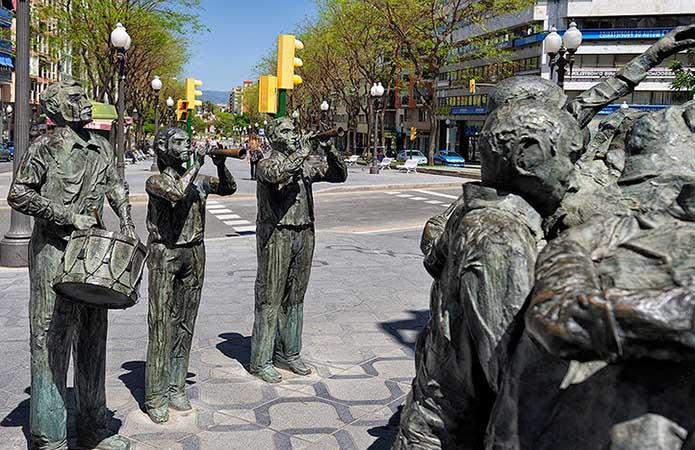 ПамятникКастельерос - фото